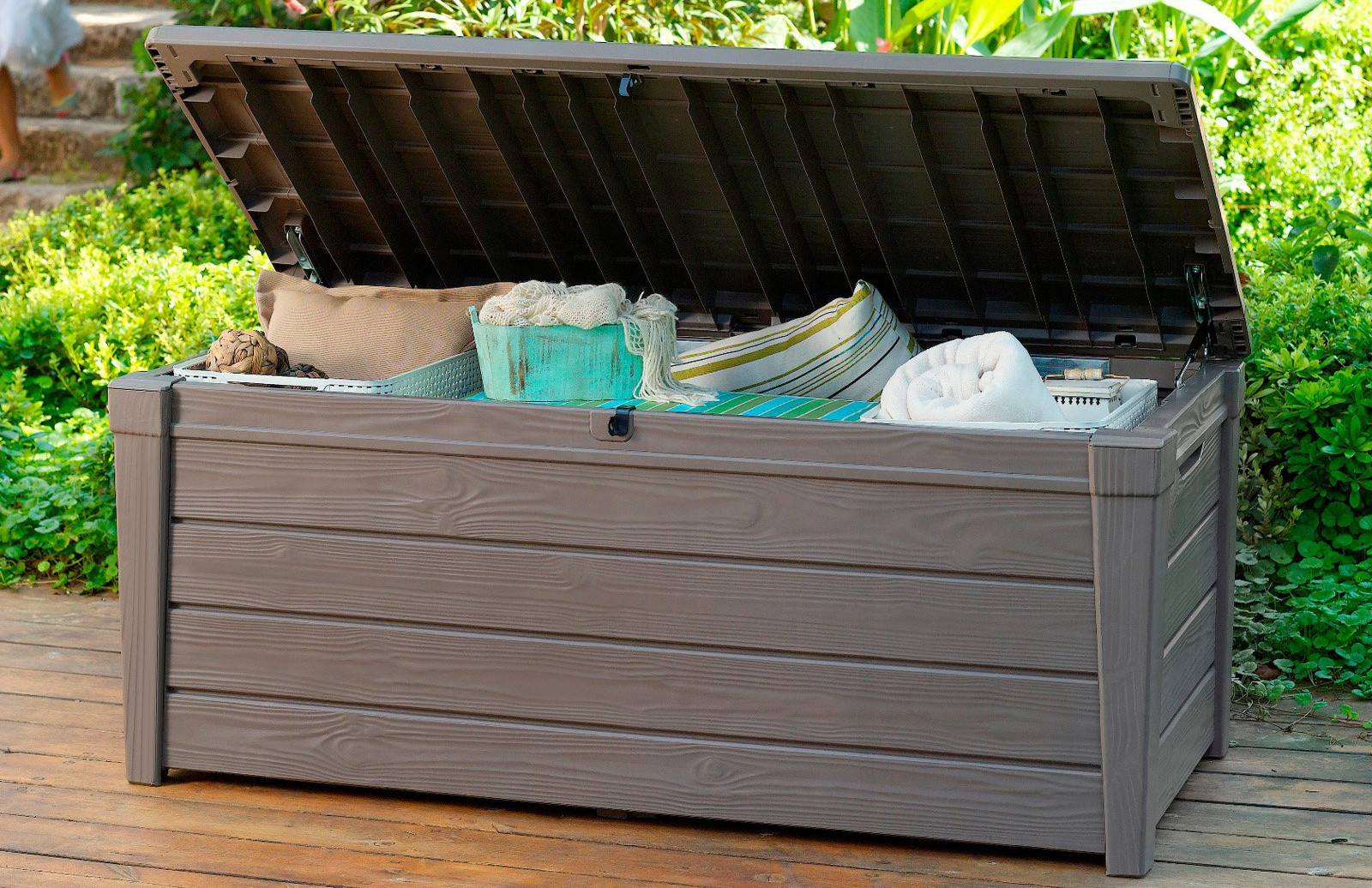 Best Outdoor Deck Storage Box Buyers Guide Tractor Sprinkler Hub with regard to dimensions 1600 X 1036