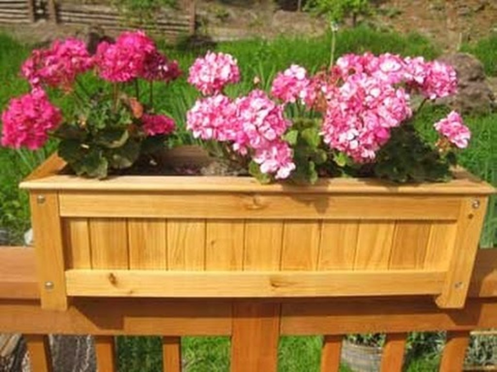 Deck Railing Planter Boxes Plans Stopqatarnow Design Deck regarding measurements 1024 X 768
