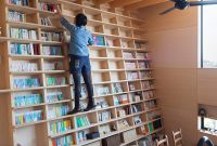 Built In Bookshelf Doesnt Need A Library Ladder Curbed with regard to proportions 1200 X 800