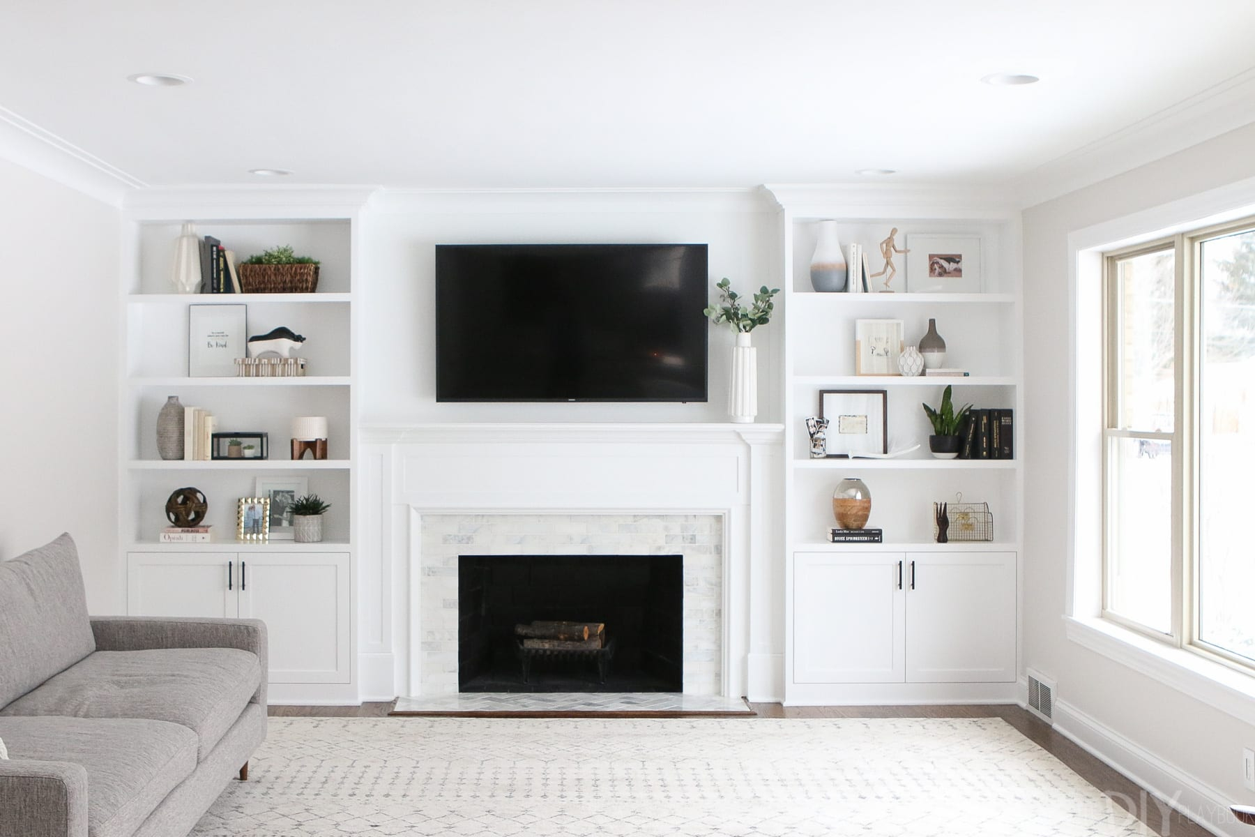 The Dos And Donts Of Decorating Built In Shelves The Diy within proportions 1800 X 1200
