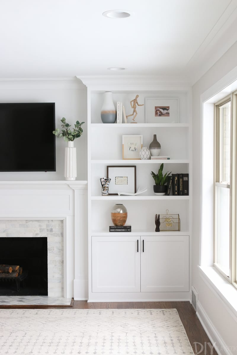 The Dos And Donts Of Decorating Built In Shelves The Diy within proportions 800 X 1200